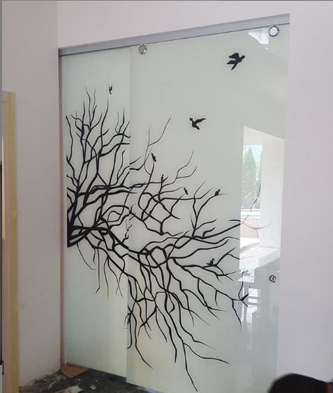 Glass door with patterns