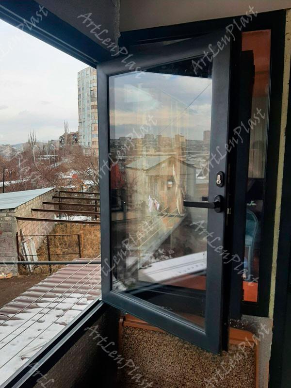 მეტალოპლასტმასის კარ-ფანჯრებით