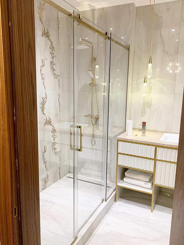 Shower cabins with sliding doors